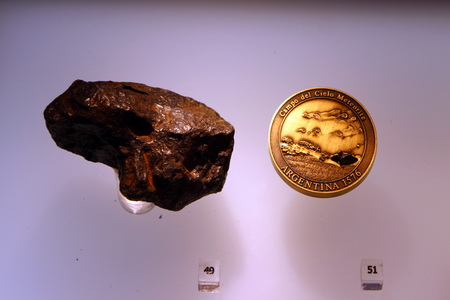 """В магазине """"МКС"""" можно купить настоящий метеорит"""