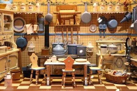 Если не знать масштаба, игрушечную кухню легко принять за настоящую