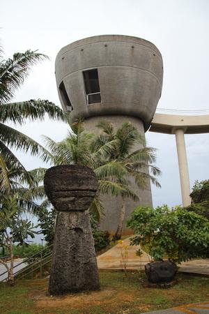 Древний латтэ и монумент «Латтэ Свободы»
