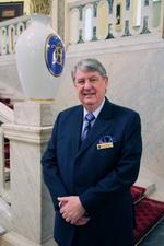 Леон Ларкин - управляющий «Grand Hotel Europe»