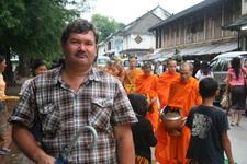 Кормление монахов в Луанг Прабанге