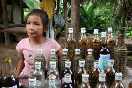 Юная продавщица торгует самогоном