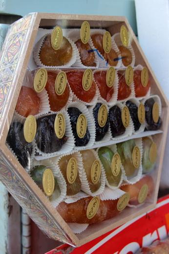 Сладости, изготовленные из натуральных фруктов, сохраняют их цвет, вкус и аромат