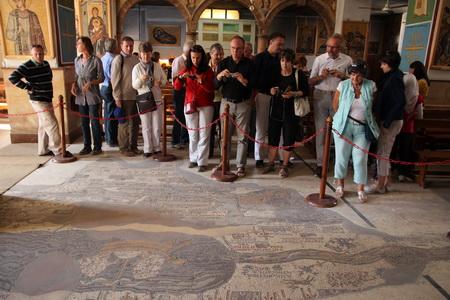 Мозаичная карта на полу церкви Св. Георгия