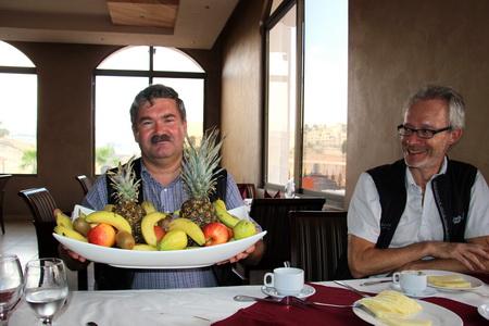 Пример восточного гостеприимства - фруктовый презент от хозяина ресторана