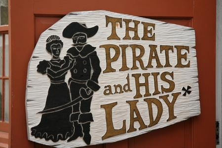 """Вывеска ресторана """"Пират и его леди"""""""