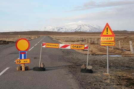 Природная стихия легко стирает дороги с лица земли. И дороги закрывают...