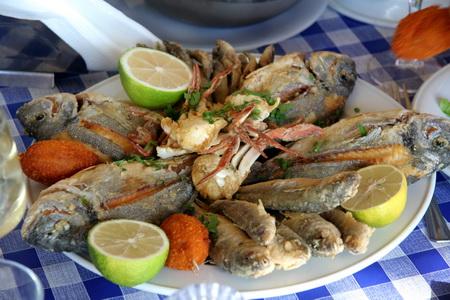 Обязательно стоит посетить рыбный ресторан в гавани Марсамшетт