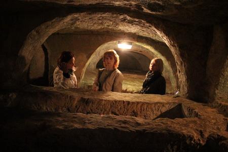 Катакомбы напоминают подземный город