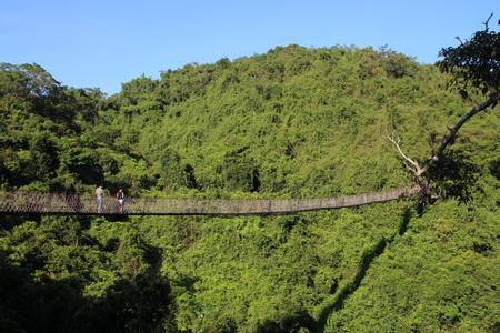 Навесной мост над ущельем