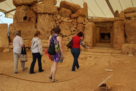 Комплекс состоит из Верхнего, Среднего и Нижнего храмов