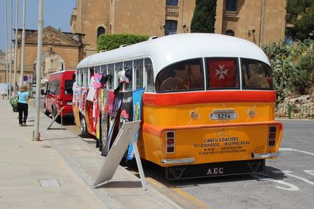 Легендарные мальтийские автобусы исчезли с дорог и превратились в сувенирные лавки