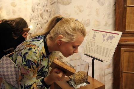 На винодельне «Heretat de Cesilia» можно получить навыки дегустатора