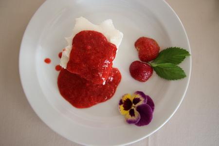 Десерт со свежими ягодами