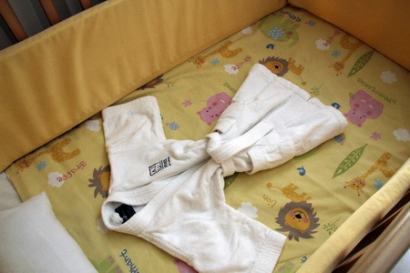 Маленьким гостям полагается соответствующий халат