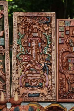 Копия знаменитой фрески, которую очень любят уфологи, утверждающие, что на ней изображен майя, управляющий ракетой