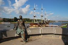 Великий Новгород. Памятник новгородчанке