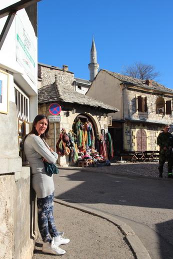 Улочки старого города заполнены сувенирными лавками