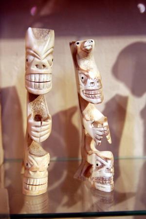 Фигурки из кости