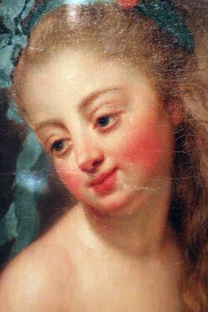 Молодая девушка перед зеркалом
