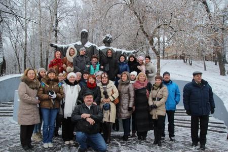 Возле памятника основателям Череповца