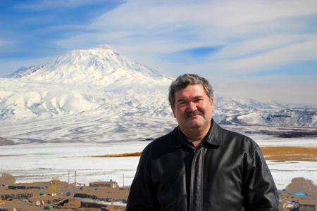 На фоне горы Арарат