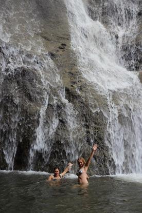 Природный душ - водопад в селе Махунцети