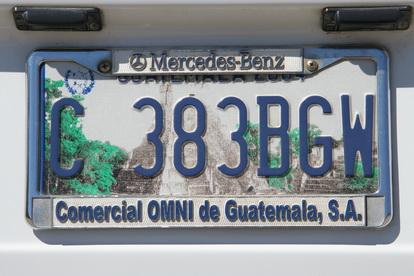 Автомобильные номера украшает изображение пирамиды майя