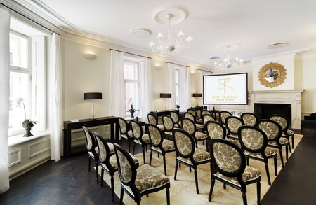 Конференц-зал с камином