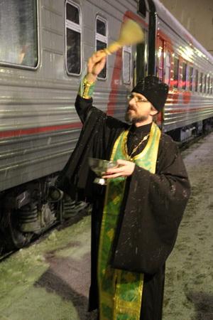 Чтобы путь был успешным, новый поезд был освящен