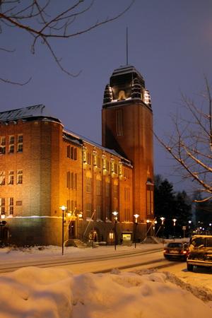 Городская ратуша напоминает старинный замок