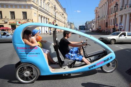 Нв велотакси по Невскому проспекту