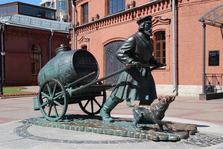 Памятник водовозу