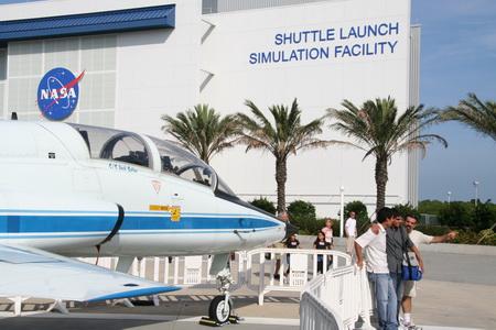 В симуляторе полета челнока можно получить ощущения космического полета.