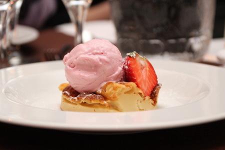 Яблочный пирог с мороженным
