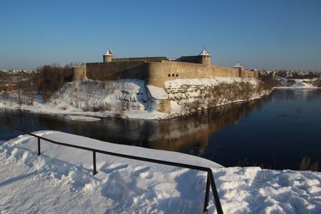 Вид из замка на Ивангородскую крепость
