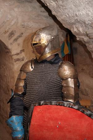 В подземельях замка можно встретить настоящего рыцаря