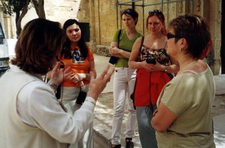 На Мальте насчитывается более десятка языковых центров
