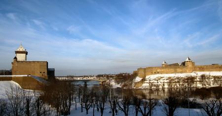 Нарвская и Ивангородская крепость на реке Нарова