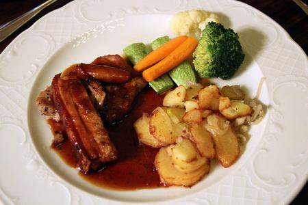 Свиная грудинка с овощами