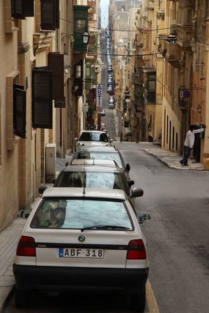 Улицы столицы напоминают горные расщелины