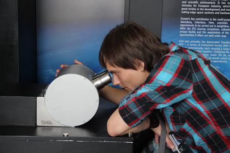 В музее можно самостоятельно проводить эксперименты
