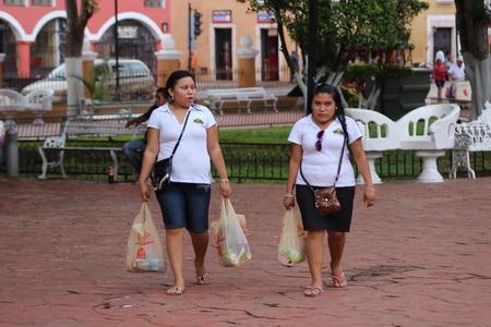 Представителей майя легко опознать по отсутствию шеи