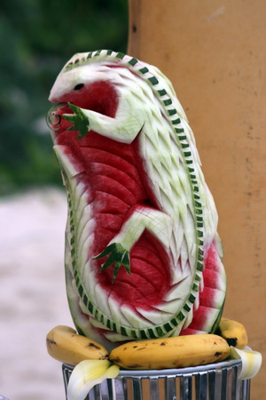Скульптура из арбуза