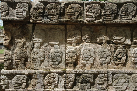 Тсомпантли - стена с изображением черепов