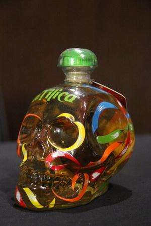 Бутылка текилы в виде черепа