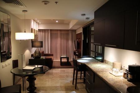 Кухня и гостиная в номере