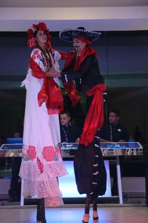 Национальные мексиканские танцы на ходулях