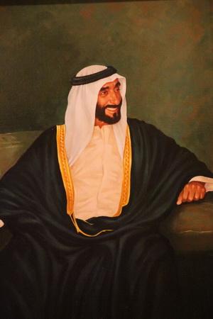 Всюду можно встретить портреты представителей династии шейхов
