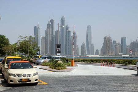 Для передвижения по городу удобнее пользоваться такси
